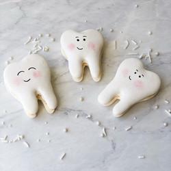 Happy Teeth Macaron