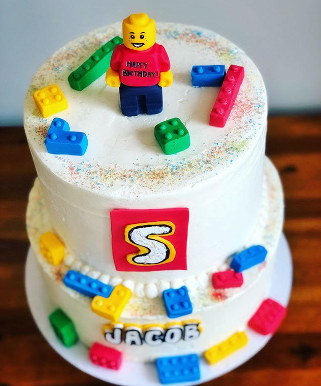 EVERYTHING IS AWESOME when you turn 5 & get a LEGO cake for your birthday! 🎂