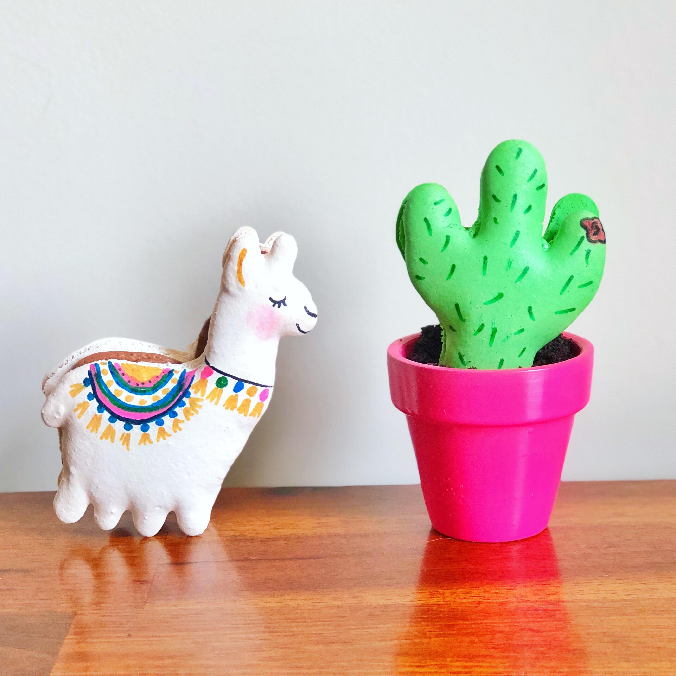 Llama & Cactus Macaron