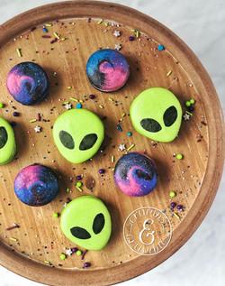 Alien & Galaxy Macaron