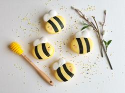 Bee Macarons