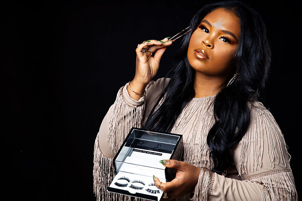 quon's eyes, quon wilson, how to apply false eyelashes, eyelashes, strip lashes, mink lashes, lash organnizer, beauty, makeup, beauty trends, holiday gifts