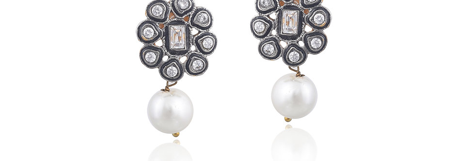 Black Metal exquisite Floral and Pearl Droplet Earrings