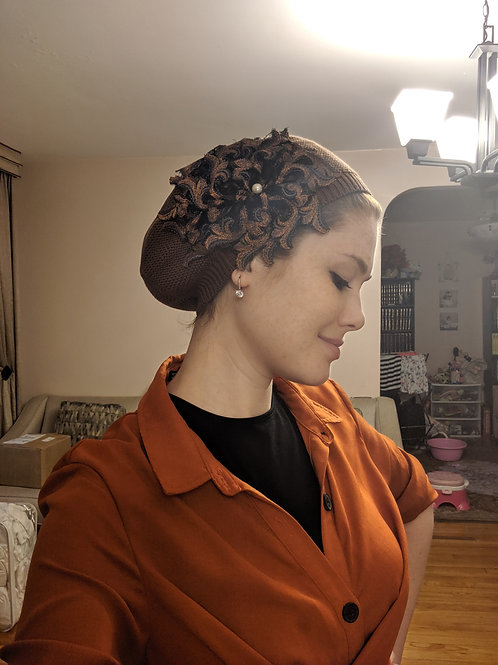 Brown cotton beret with design