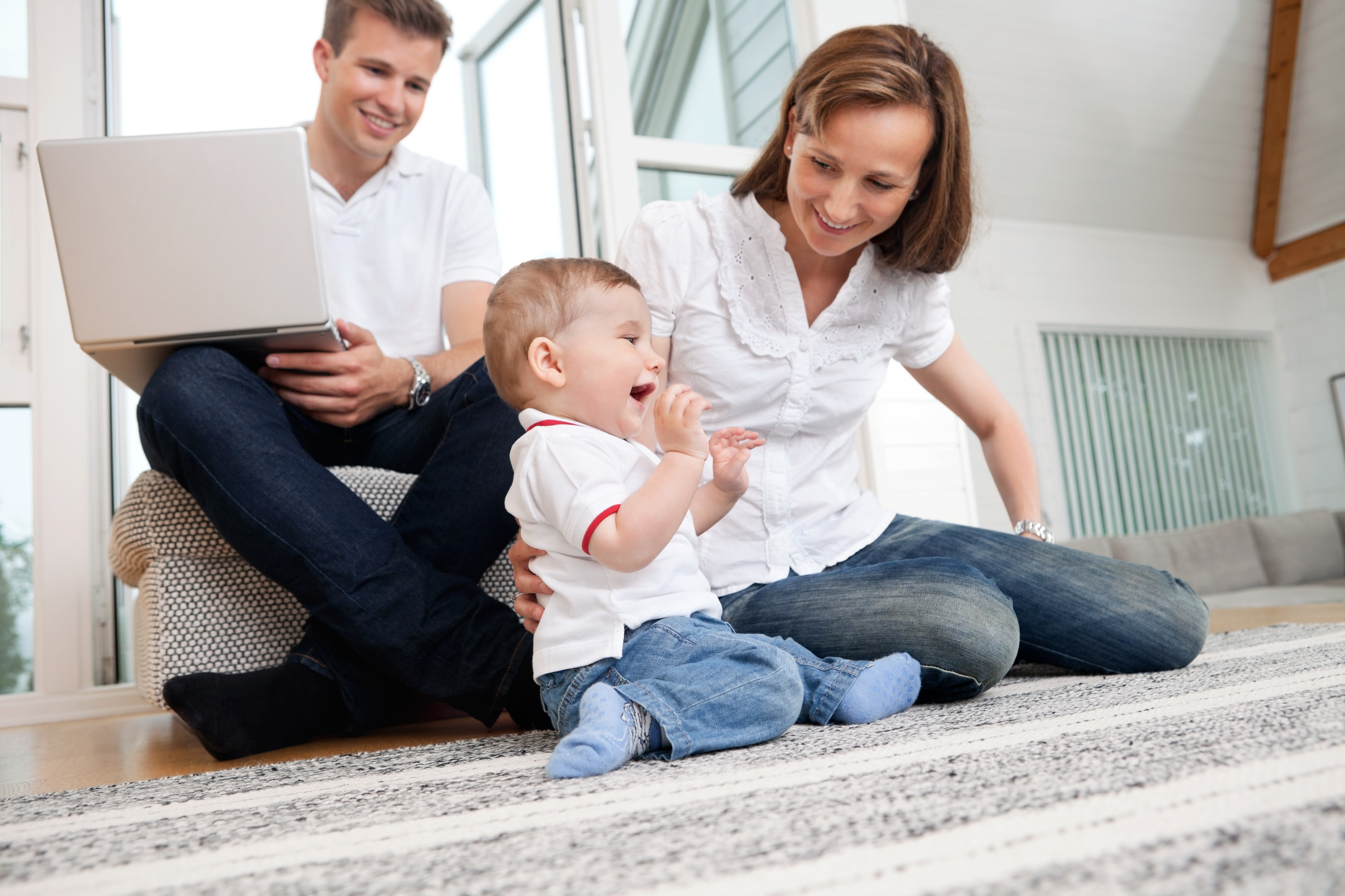 happy-family-on-clean-carpet-team-clean-colorado-2