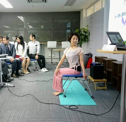 座りながらできる骨盤の調整_オフビート様食事会_20190424