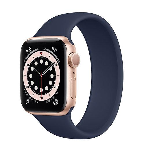 Apple Watch Series 6 cassa in alluminio color oro con Solo Loop