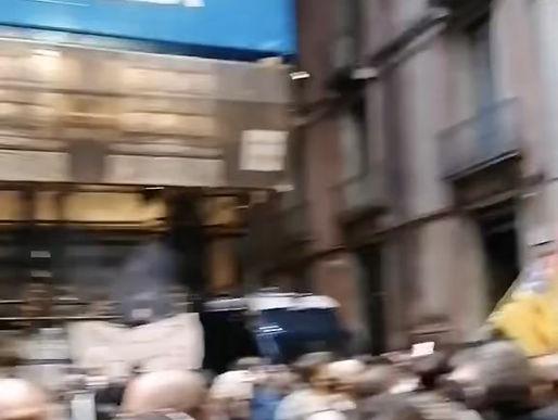 Catania: ristoratori e commercianti in strada contro le nuove disposizioni (video)