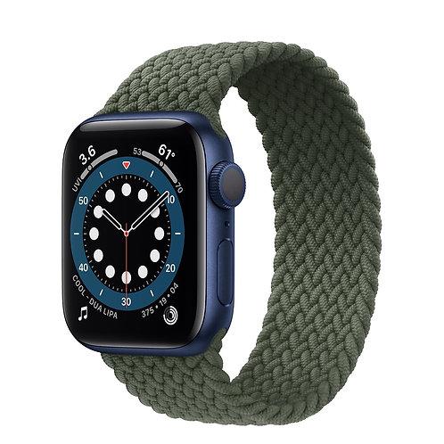 Apple Watch Series 6 cassa in alluminio azzurro con Solo Loop intrecciato