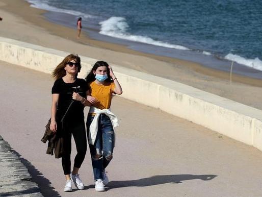 Il caldo estivo non fermerà il coronavirus, secondo uno studio. Ma non tutti la pensano così