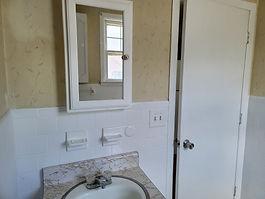 Apt 1 Bathroom.jpg