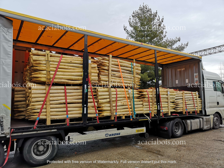 Camion_piquets_acacia_ronds (8).jpg