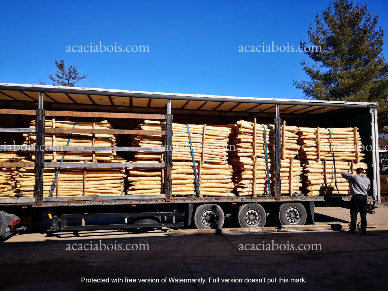 Camion_piquets_acacia_ronds (9).jpg