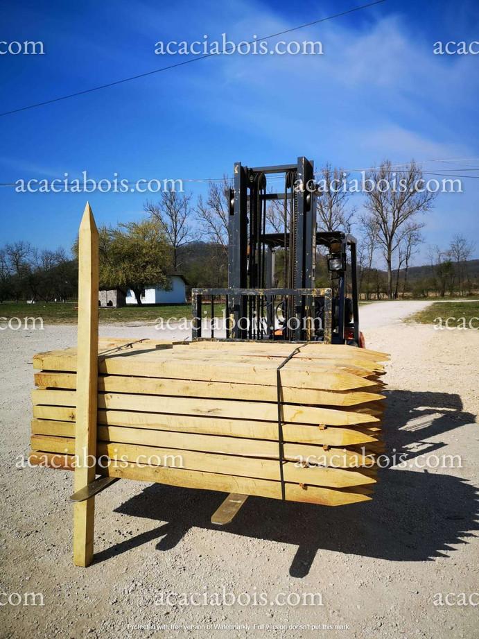 2.25m_11-11cm_piquets_acacia_carrés.jpg