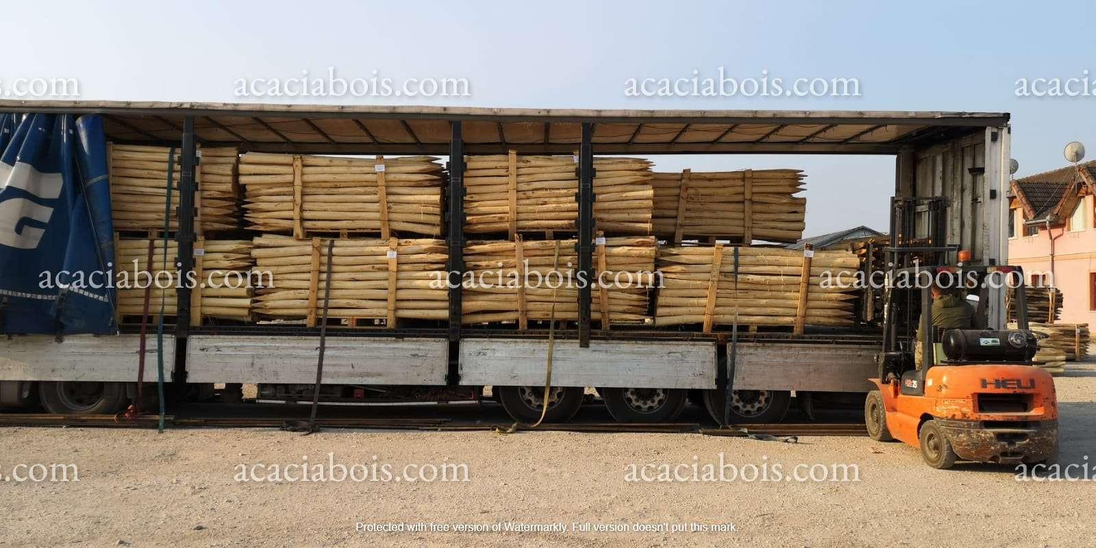 Camion_piquets_acacia_ronds (2).jpg