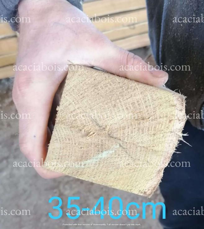 35-40cm_piquets_acacia_sciés.jpg