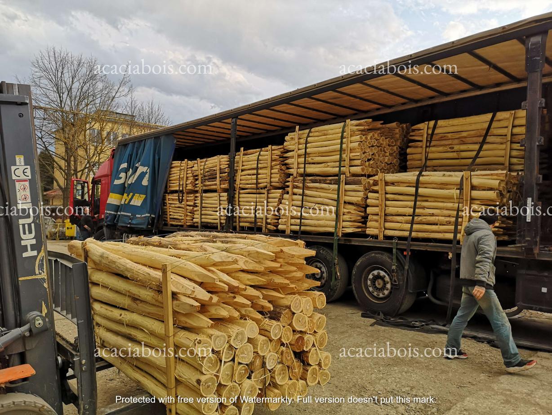 Camion_piquets_acacia_ronds (4).jpg