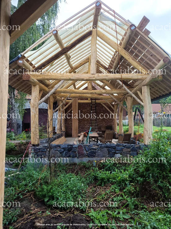 Construction_bois_acacia_brut_sans_ponçage.jpg