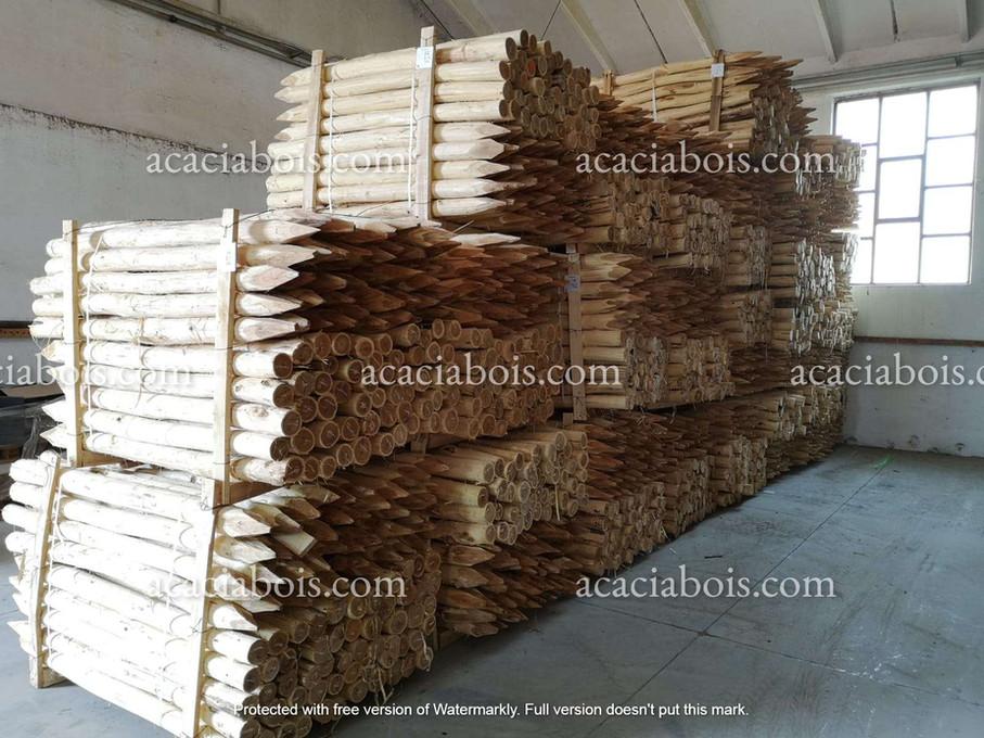 1.6m_8-10cm_stock_acacia_poles.jpg
