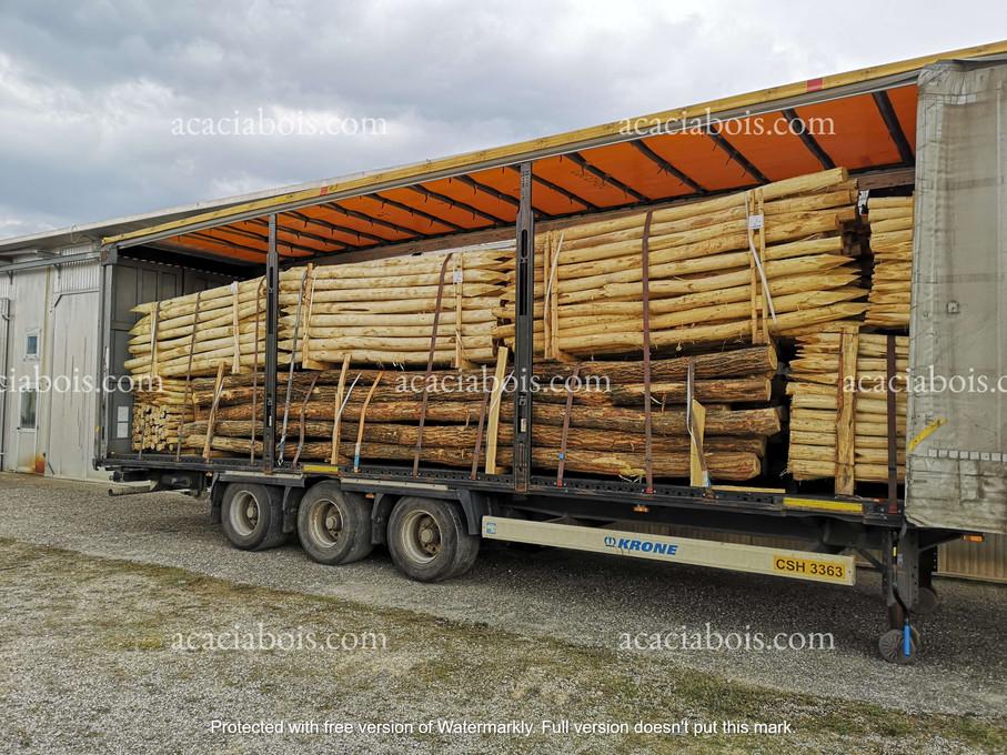 Camion_piquets_poteaux_houblonnière_acac