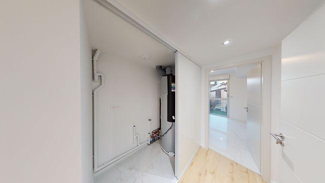 B4-White-Appartement-6-Vue-Placard-techn