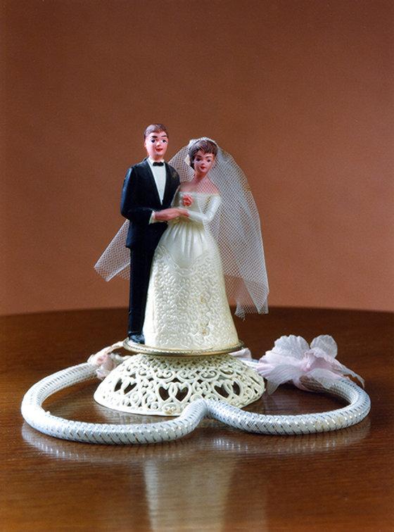 FIGURINES sur le gâteau de mariage -PHOTOGRAPHIE -102002  Impression numérique couleurs sur toile, 120 x 180 cm  teau de mariage / Mariés