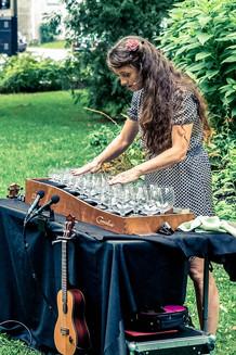 Andrée-Anne Roy à la harpe de verres