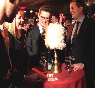 magicien-illusionniste-cocktail-burlesque-Corona-Marc-Alexandre-Brule