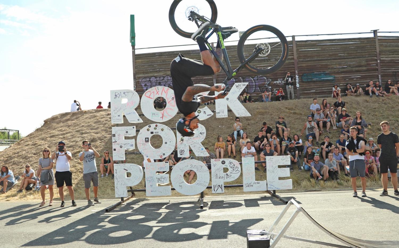 BIKE O'Clock_Rock For People_miniflip