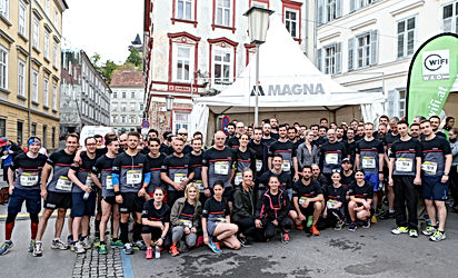 Companycode organisiert den Grazer Businesslauf mit über 5000 Teilnehmer von 500 Firmen. Companycode ist die Eventagentur in Graz. Viele Firmenn nutzen diesen Lauf a´ls Firmenincentive. Das Buld zeigt die Läufer von MAGNA.