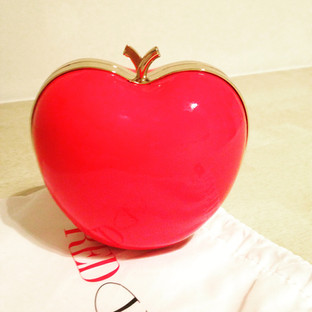 Apple-Clutch