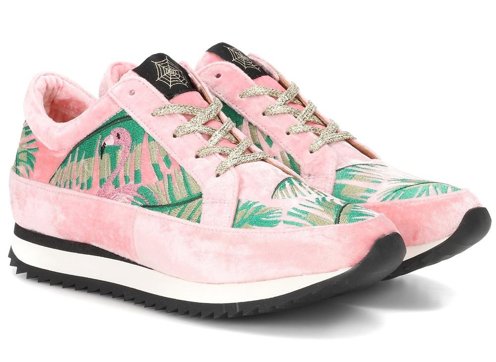 Flamingo-Look Sneaker von Charlotte Olympia