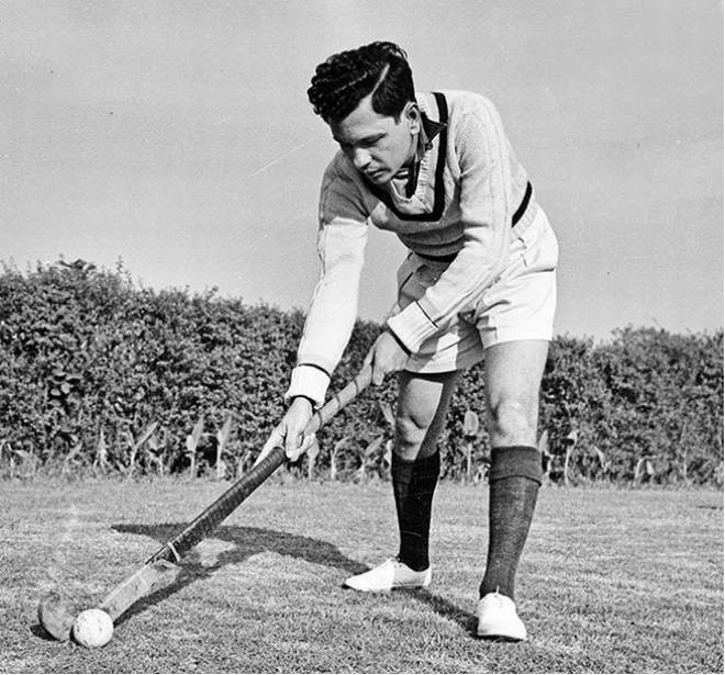 Source: http://www.thehindu.com/todays-paper/tp-sports/leslie-claudius-born-to-play-hockey/article4227746.ece