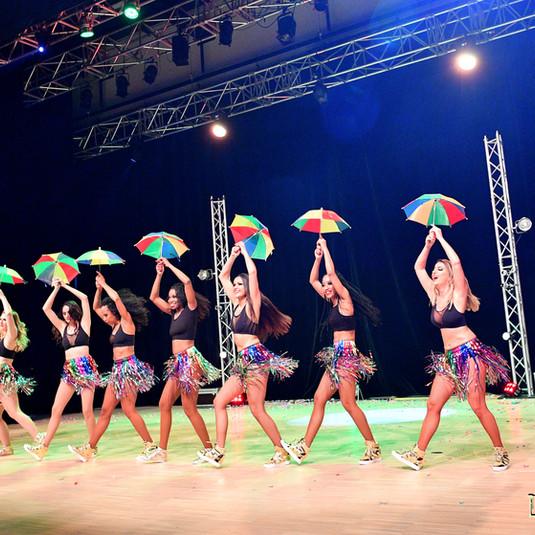 spectacle brésilien sur scène