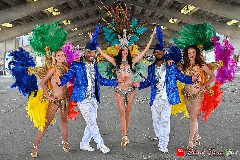 carnaval de rue danseuses brésiliennes