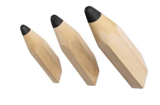 שלישיית מתלי עץ טבעי דמוי עפרונות