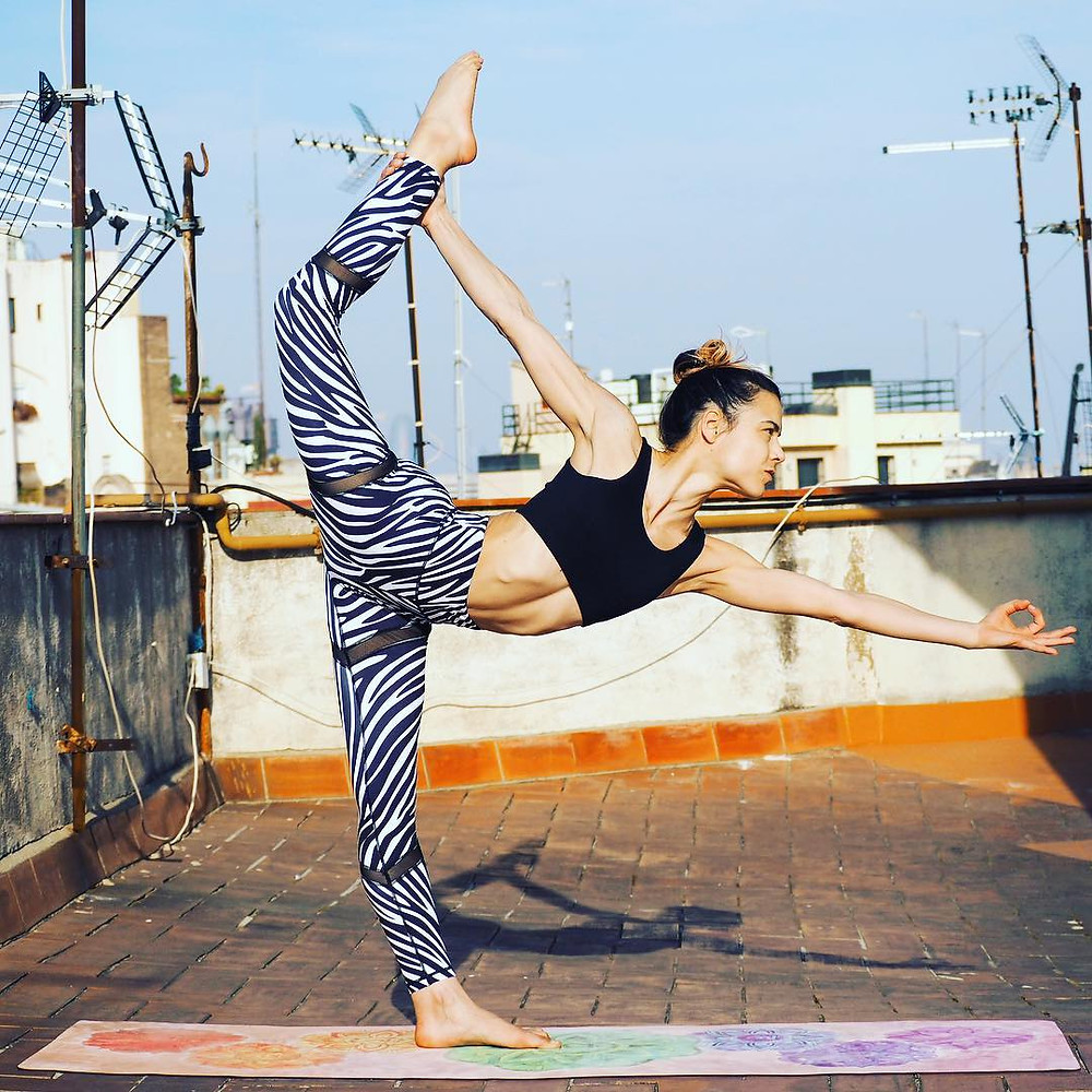 High-waist printed leggings in megawatt colours & patterns plus slogan tees. Functional & stylish activewear at affordable prices, fusing fashion with performance. Designed by yogis, for yogis!