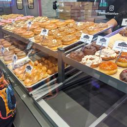 donut-bar-riverside-case-of-donut-2.jpg