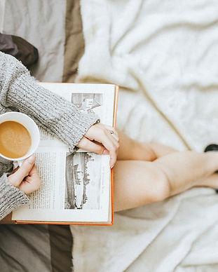 Leggendo con caffè