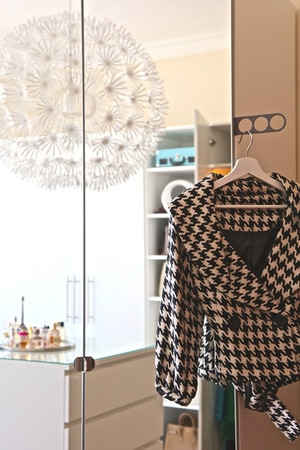 GET A SUPER-ORGANIZED CLOSET WITH 6 EASY TRICKS