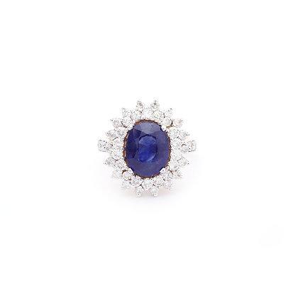 *Elegant Blue Sapphire Clusters Diamond Ring
