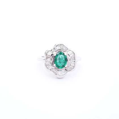 Classic Emerald Diamonds Ring