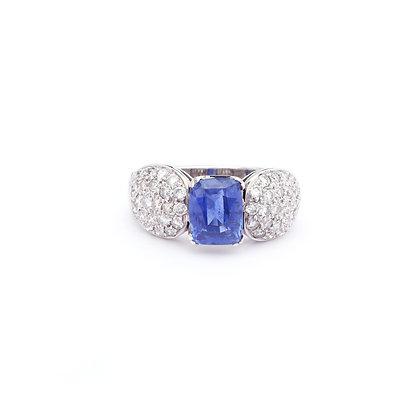 Important Cornflower Sapphire Diamonds Ring