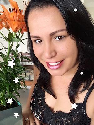 Michelle Ortega com estrelas.jpg
