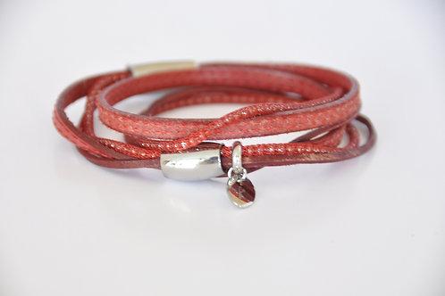 Lederarmband aus verschiedenen roten Ledern und Stoffband