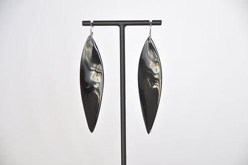 Ohrring mit glänzendem Hornblatt