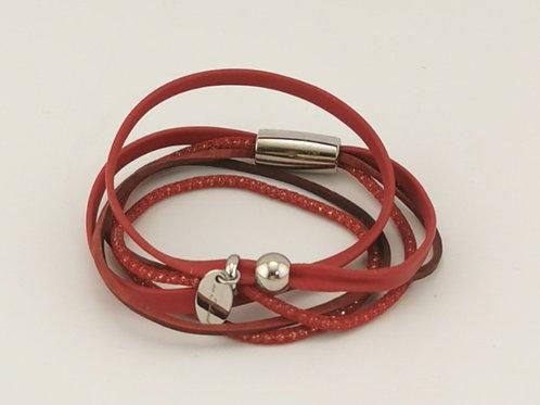 Lederarmband aus rotem Leder