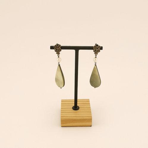 Ohrring mit Perlmut & Süsswasserperle