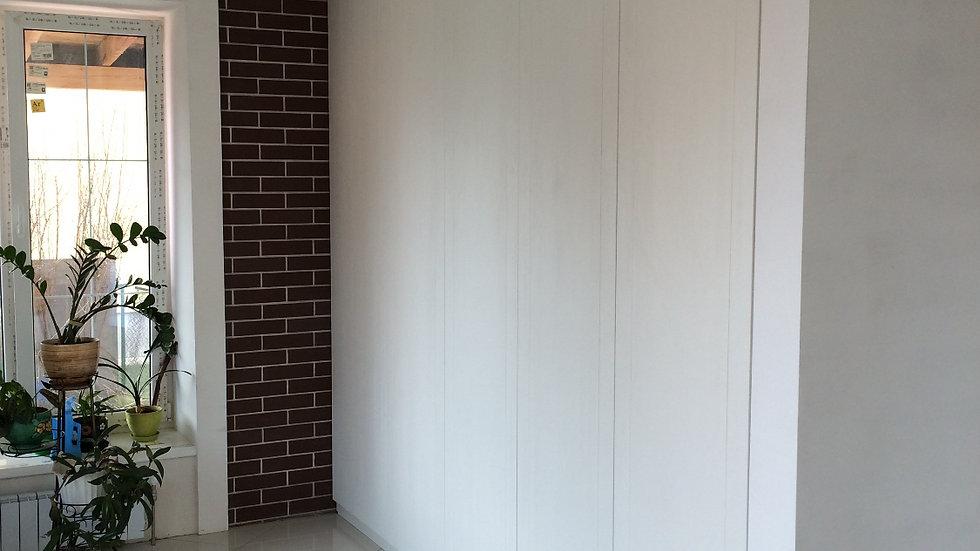 Встроенный современный шкаф