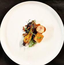 #chickenthigh #blackrice #grelotonion #chefjamesoakley #alibiwinedinebesocial #cordishk #finedining #grateplates #instalike #instafood #inst